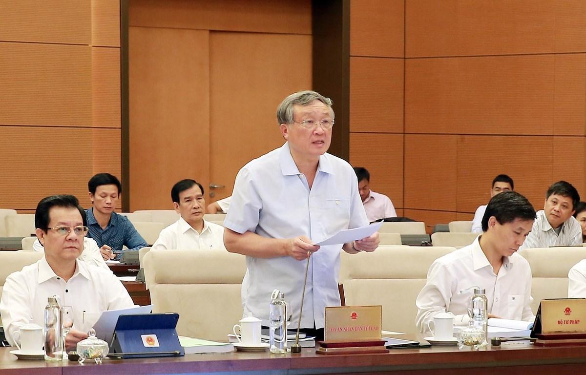 Chánh án Tòa án nhân dân tối cao Nguyễn Hòa Bình trình bày tờ trình về dự án Luật Hòa giải, đối thoại tại Tòa án. (Ảnh: Lâm Khánh/TTXVN)