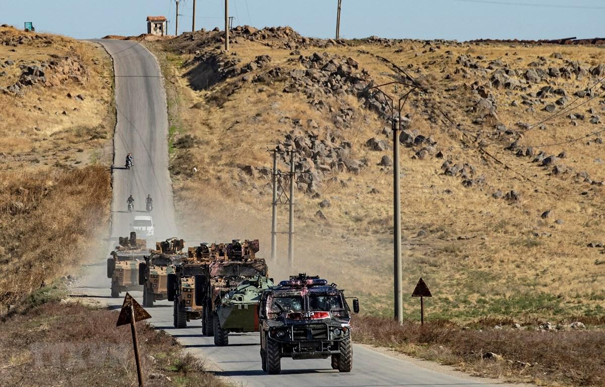 Đoàn xe quân sự của Nga và Thổ Nhĩ Kỳ tham gia tuần tra chung gần thị trấn Al-Muabbadah, tỉnh Hasakeh, Đông Bắc Syria ngày 8/11/2019. (Ảnh: AFP/TTXVN)