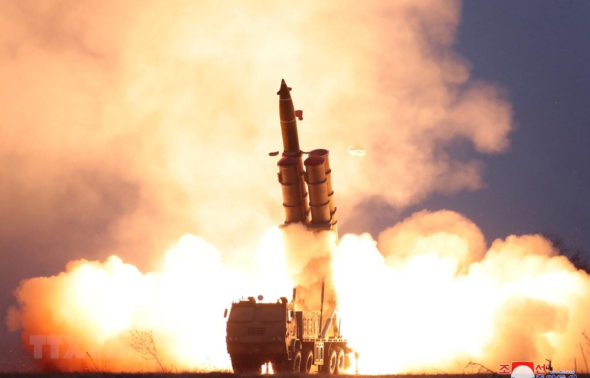 Ngày 29/11/2019, Triều Tiên xác nhận đã thử thành công hệ thống bắn liên tiếp của bệ phóng tên lửa đa nòng siêu lớn tại Yeonpo thuộc tỉnh Nam Hamgyong, dưới sự chỉ đạo của nhà lãnh đạo Kim Jong-un. (Ảnh: Yonhap/TTXVN)