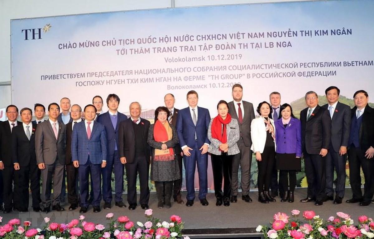 Chủ tịch Quốc hội Nguyễn Thị Kim Ngân với các đại biểu. (Ảnh: Trọng Đức/TTXVN)
