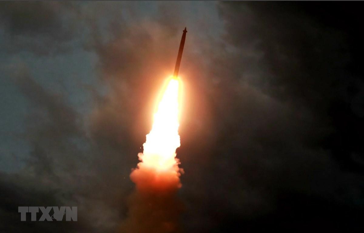 Vụ phóng thử tên lửa đạn đạo từ một địa điểm bí mật ở Triều Tiên ngày 31/7/2019. (Ảnh: AFP/TTXVN)