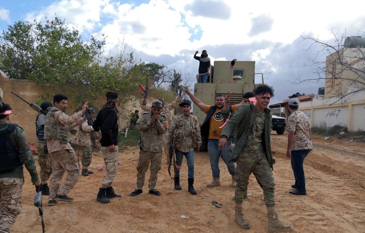 Binh sỹ chính phủ Libya triển khai tại Tripoli, ngày 28/12. (Ảnh: THX/TTXVN)