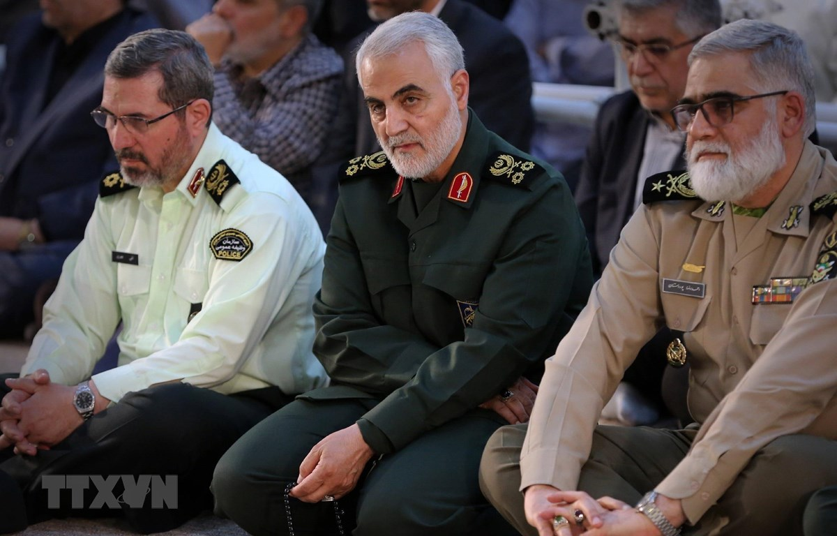 Người đứng đầu đơn vị Quds thuộc Lực lượng Vệ binh Cách mạng Hồi giáo Iran (IRGC), Thiếu tướng Qasem Soleimani (giữa) tại một sự kiện ở Tehran ngày 4/6/2019. (Ảnh: AFP/TTXVN)