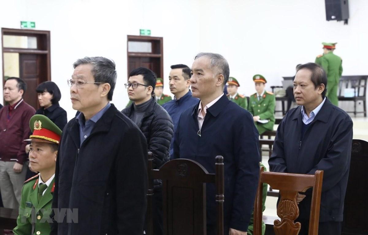 Bị cáo Nguyễn Bắc Son (cựu Bộ trưởng Bộ Thông tin và Truyền thông) nghe tòa tuyên án. (Ảnh: Văn Điệp/TTXVN)