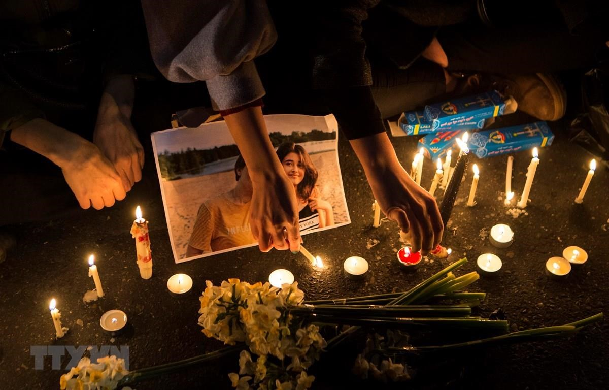 Tưởng niệm các nạn nhân trong vụ máy bay rơi tại Tehran, Iran,ngày 11/1/2020. (Ảnh: THX/TTXVN)
