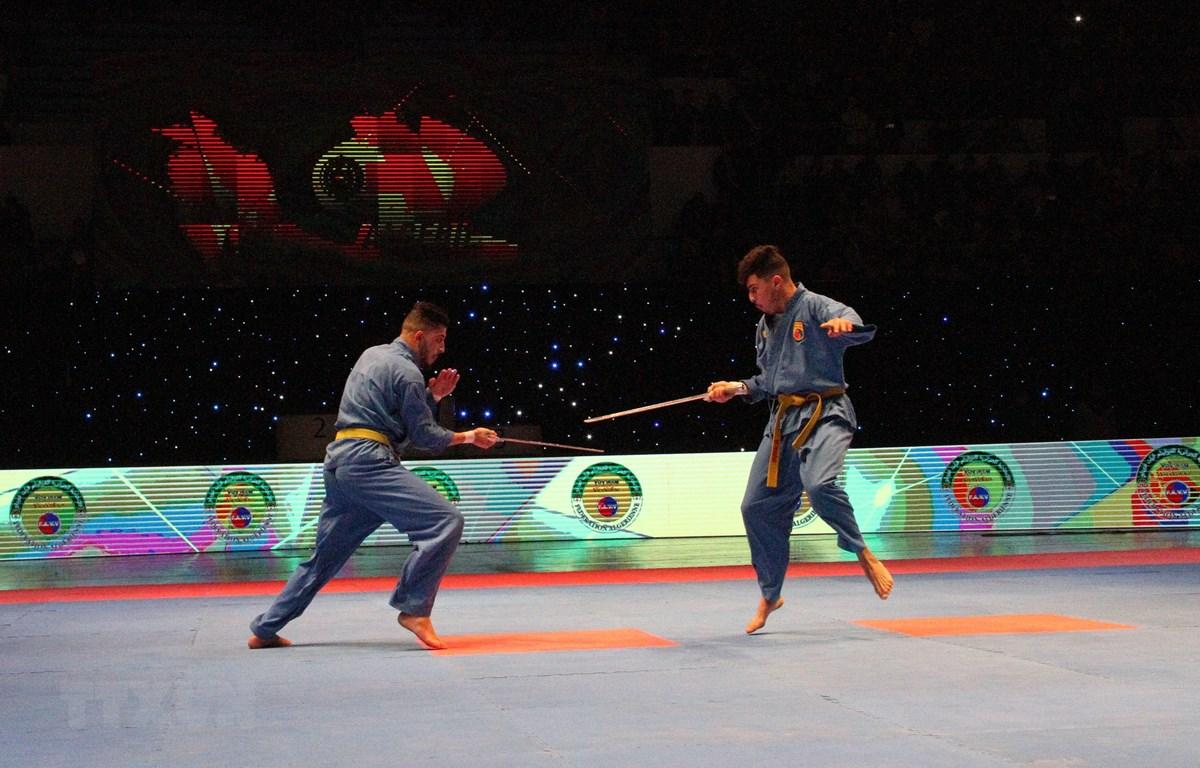 Biểu diễn kiếm thuật Vovinam-Việt võ đạo của thí sinh tại Chung kết Giải vô địch quốc gia Vovinam Việt võ đạo lần thứ 17. (Ảnh: Tấn Đạt/TTXVN)