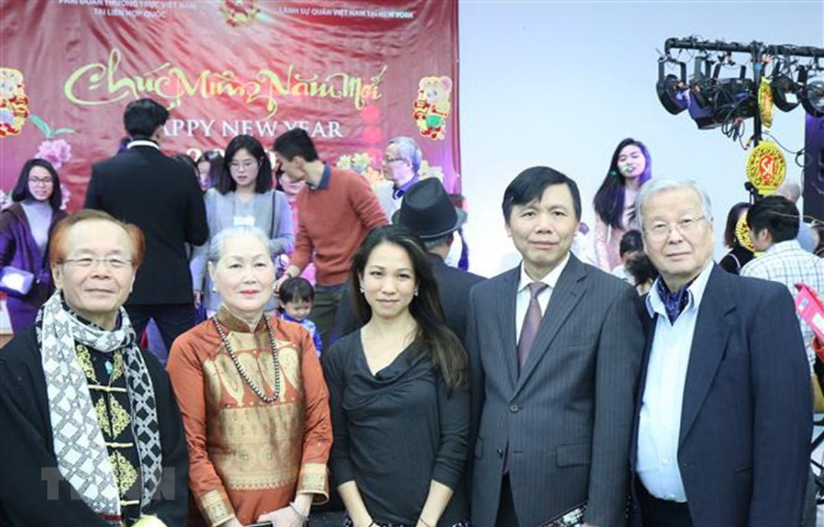 Đại sứ Đặng Đình Quý, Trưởng Phái đoàn Việt Nam tại Liên hợp quốc phát biểu tại buổi gặp mặt thân mật. (Ảnh: Hữu Thanh/TTXVN)