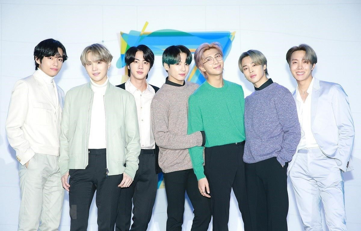 """Các thành viên nhóm nhạc BTS trong buổi giới thiệu album """"Map of the soul: 7"""" tại Seoul, Hàn Quốc, ngày 24/2/2020. (Ảnh: Yonhap/TTXVN)"""