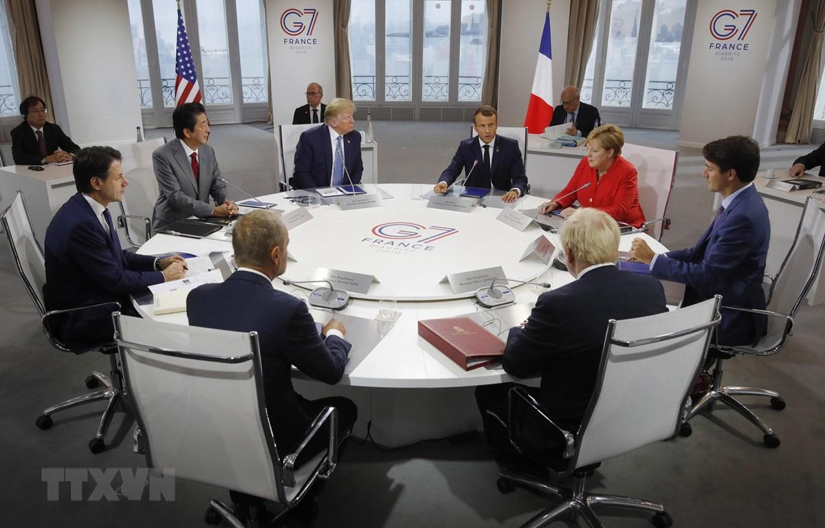 Các nhà lãnh đạo nhóm 7 nước công nghiệp phát triển nhất thế giới (G7) cùng đại diện Liên minh châu Âu tại hội nghị thượng đỉnh ở Biarritz, Tây Nam Pháp ngày 25/8/2019. (Ảnh: AFP/TTXVN)