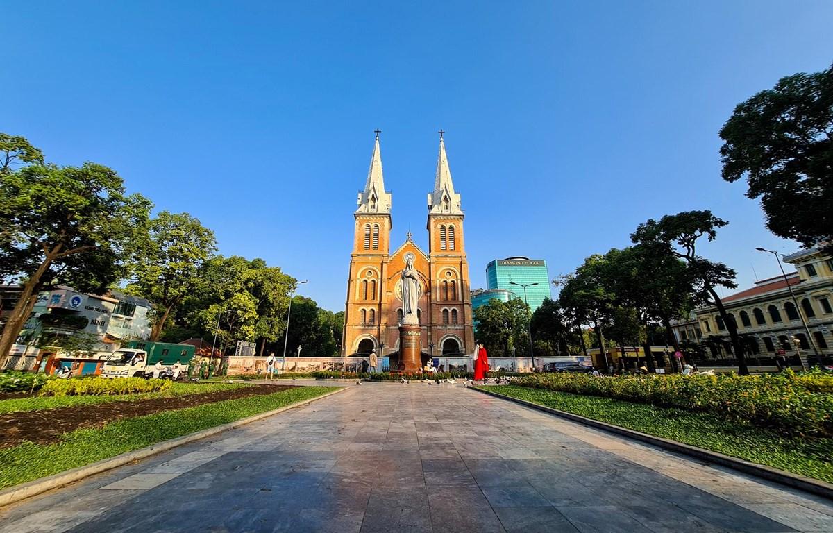 Nhà thờ Đức Bà tại Thành phố Hồ Chí Minh sáng 25/3/2020 (Ảnh: Ngô Trần Hải An/Vietnam+)