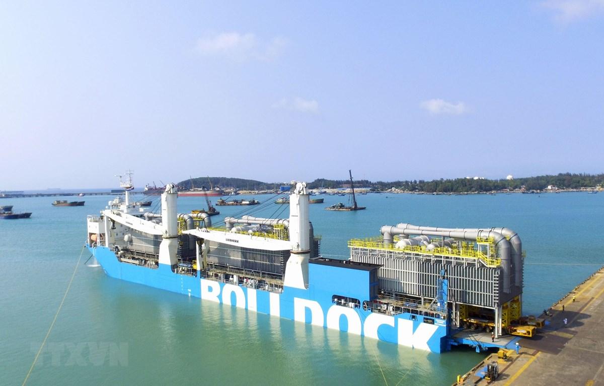 Ba thiết bị khử mặn nặng 2.040 tấn xuất khẩu sang Vương quốc Bahrain. (Ảnh: TTXVN phát)