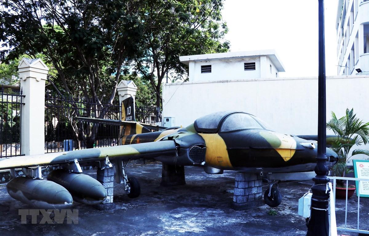 Một trong 5 chiếc máy bay A-37 ném bom vào sân bay Tân Sơn Nhất ngày 28/4/1975, được trưng bày tại Bảo tàng Chiến dịch Hồ Chí Minh (Bảo tàng Quân khu 7). (Ảnh: Xuân Khu/TTXVN)