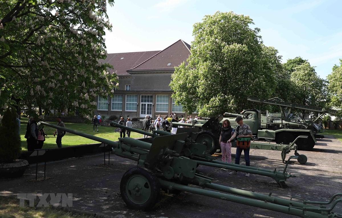 Người dân tới thăm Viện bảo tàng Đức-Nga ở Berlin. (Ảnh: Mạnh Hùng/TTXVN)