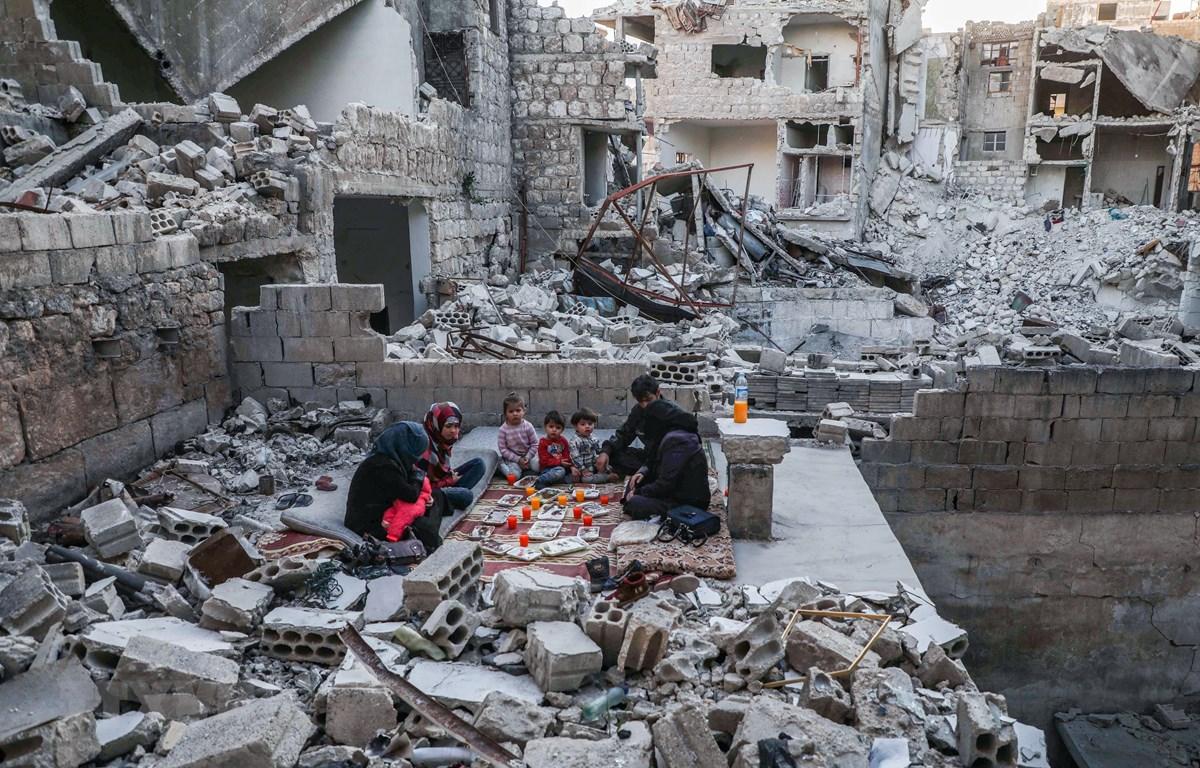 Cảnh đổ nát sau các cuộc giao tranh tại Idlib, Syria. (Ảnh: AFP/TTXVN)