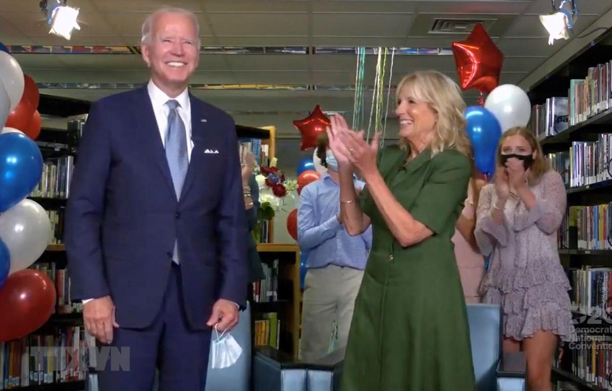 Ngày 18/8/2020, tại Đại hội toàn quốc của đảng Dân chủ diễn ra ở Milwaukee (Mỹ), cựu Phó Tổng thống Mỹ Joe Biden (ảnh, trái) chính thức được đề cử làm ứng viên của đảng Dân chủ trong cuộc bầu cử Tổng thống Mỹ năm 2020. (Ảnh: AFP/ TTXVN)