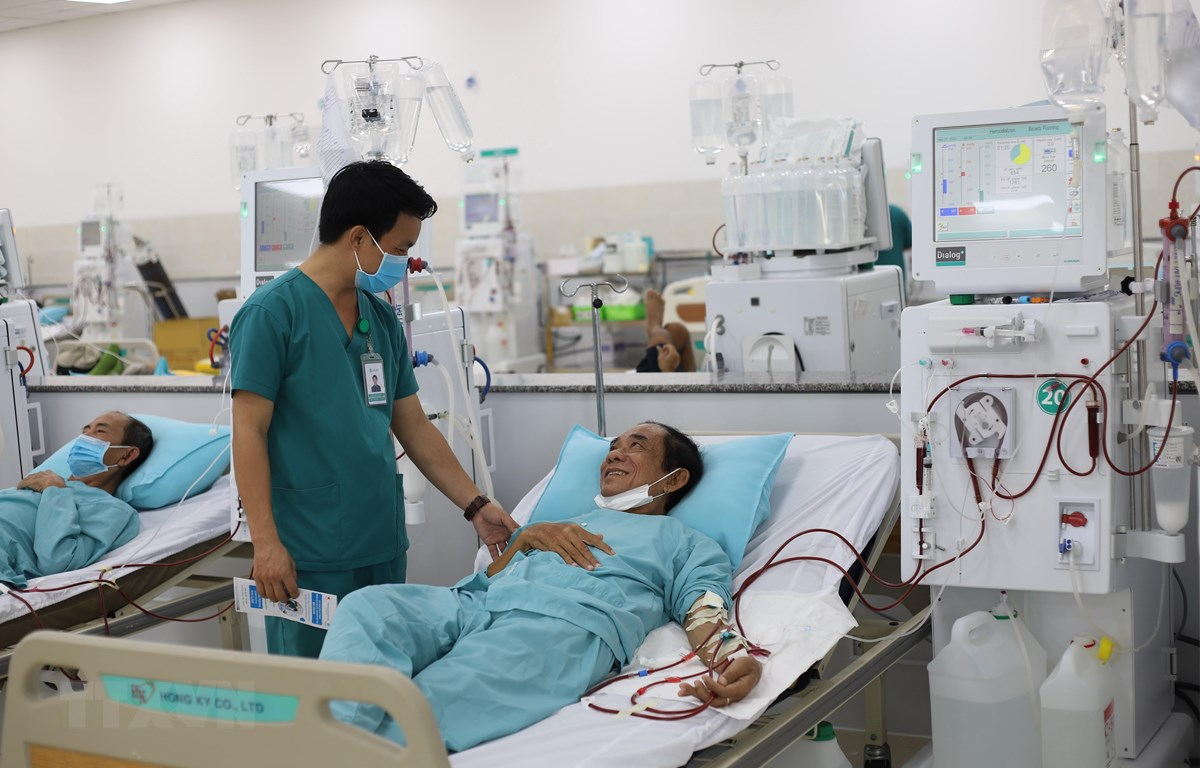 Bệnh viện Đa khoa Hồng Hưng (Tây Ninh) trang bị các thiết bị lọc thận nhân tạo hiện đại thu hút nhiều bệnh nhân đến điều trị. (Ảnh: Lê Đức Hoảnh/TTXVN)