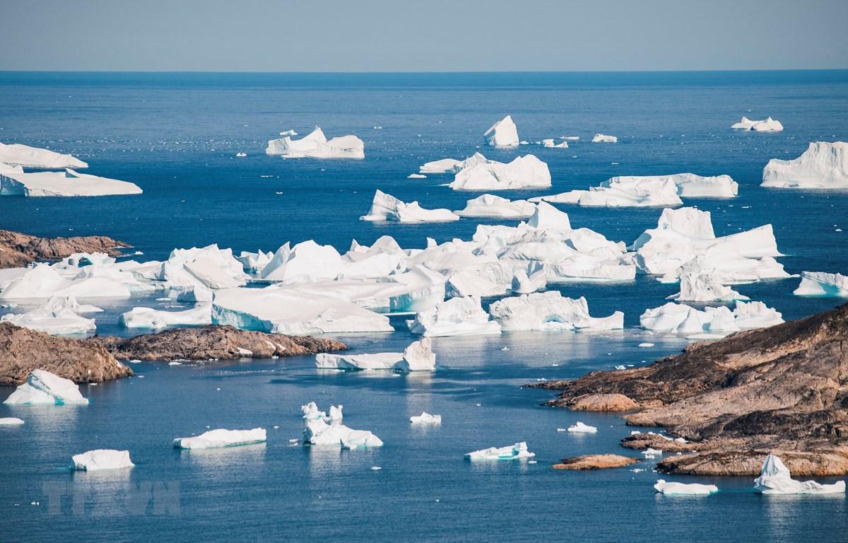 Băng trôi trên sông băng ở gần Kulusuk, Greenland (Ảnh: AFP/TTXVN)