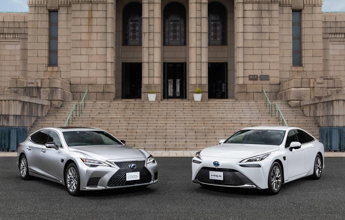 Dòng xe hạng sang Lexus LS và dòng xe Mirai. (Nguồn: Kyodo)