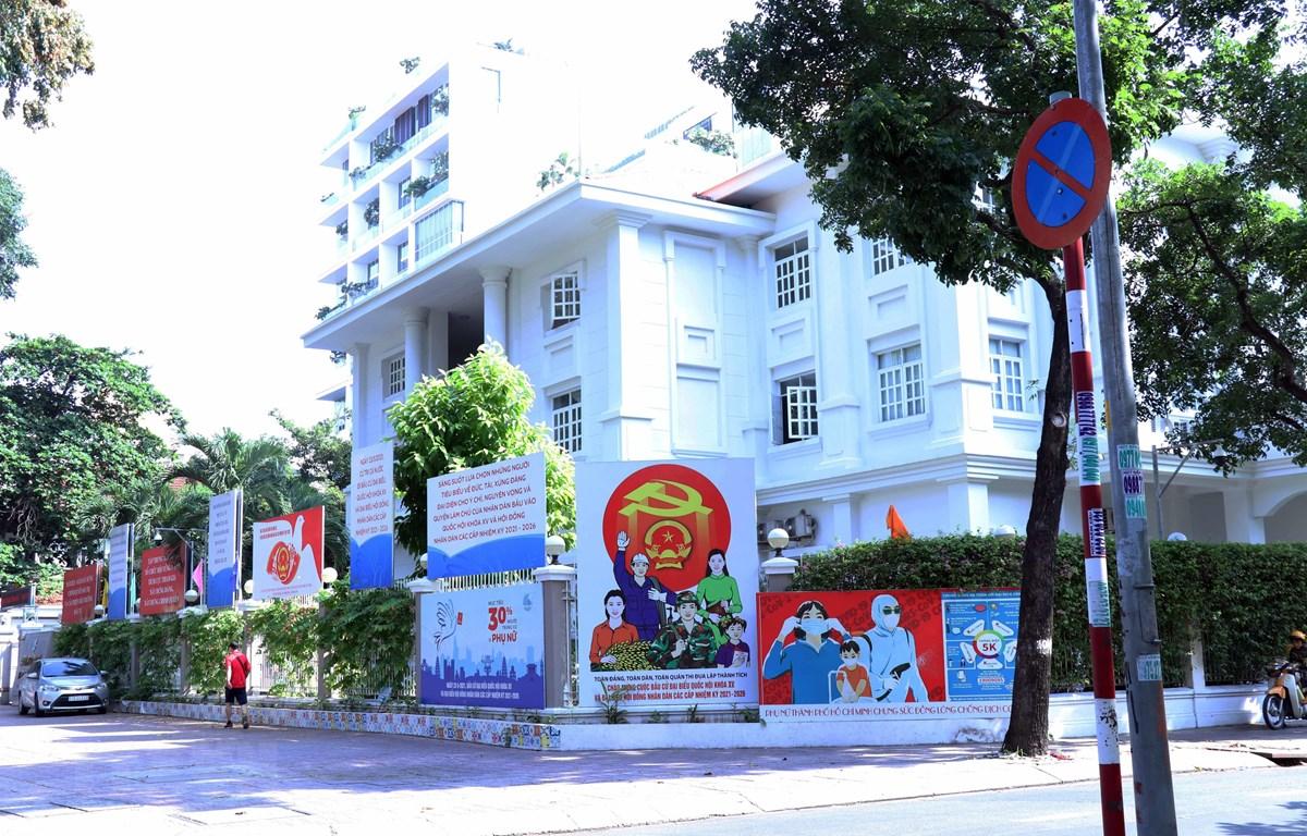 Pano cổ động tuyên truyền bầu cử tại phường Võ Thị Sáu, Quận 3, Thành phố Hồ Chí Minh. (Ảnh: Xuân Khu/TTXVN)