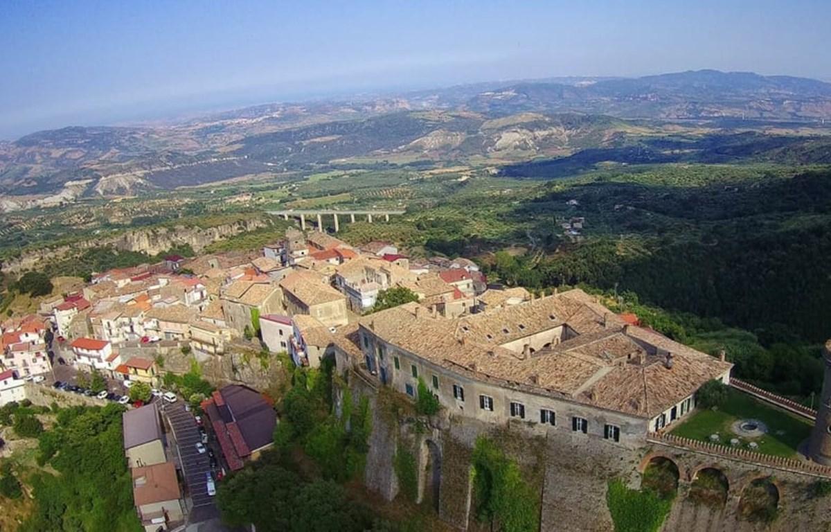 Italy: Những ngôi làng trả 33.000 USD cho ai muốn chuyển đến sống