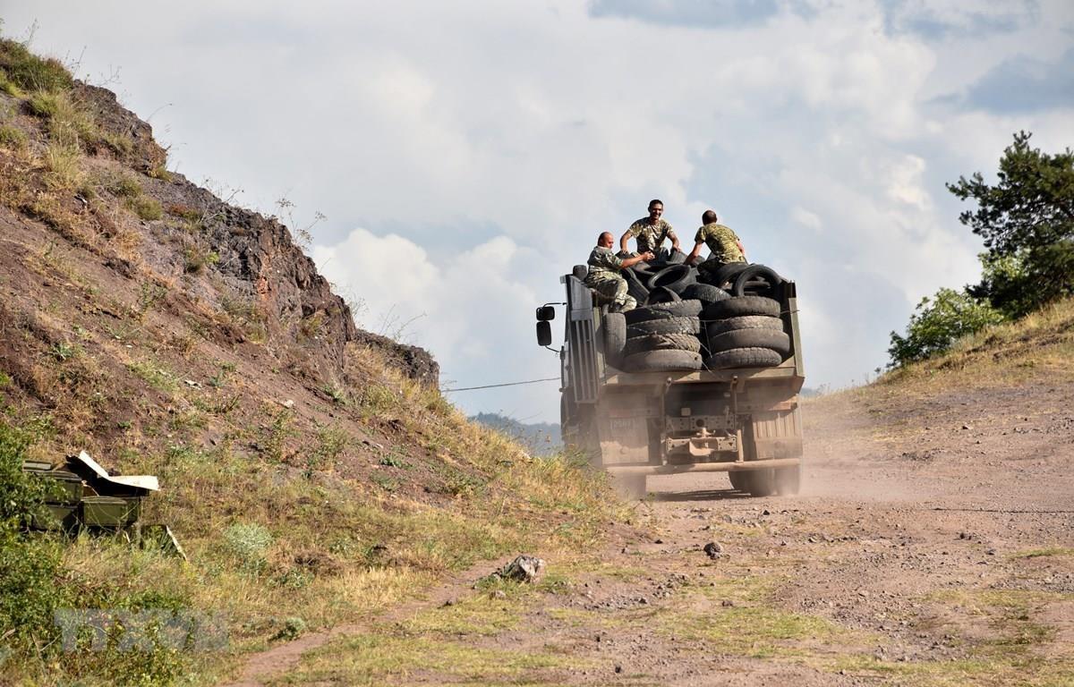 Binh sỹ Armenia tại khu vực gần biên giới Armenian-Azerbaijan. (Ảnh: AFP/TTXVN)