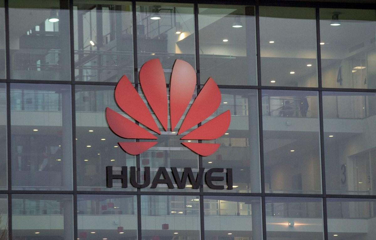 Logo Huawei ở trụ sở của hãng tại Vương quốc Anh. (Nguồn: Getty Images)