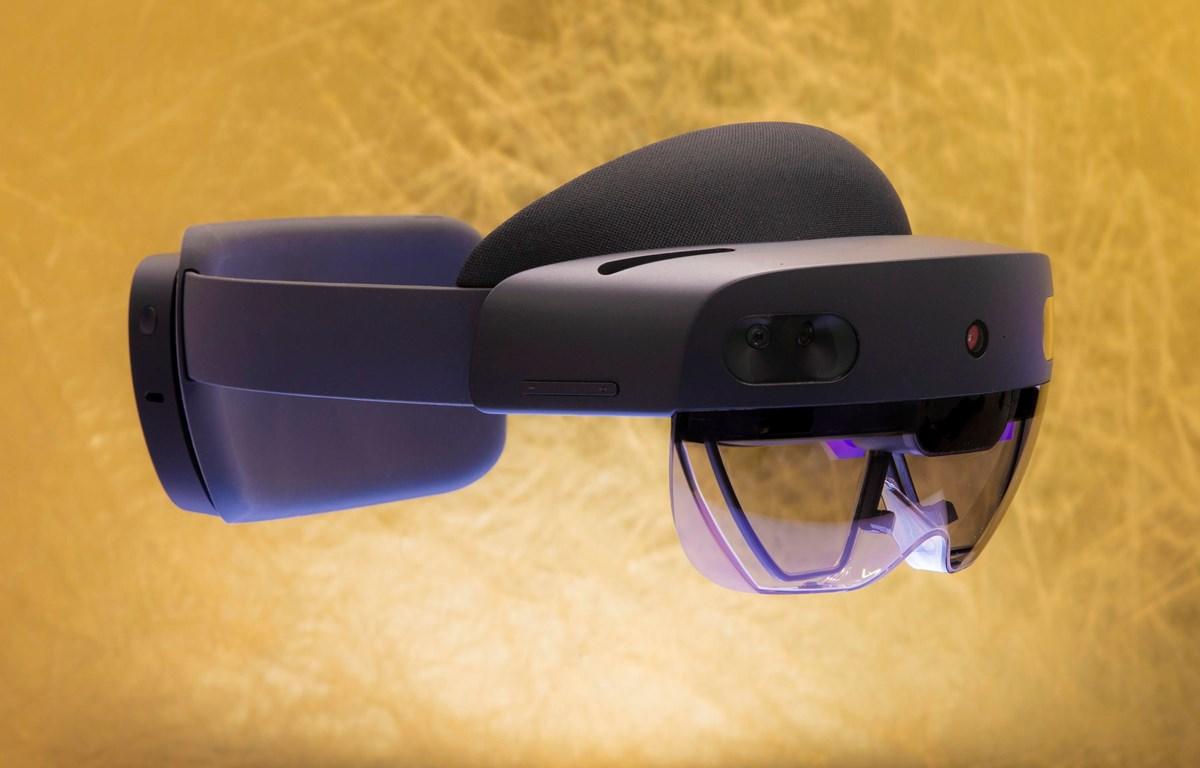 Kính thực tế ảo hỗn hợp (AR) HoloLens 2. (Nguồn: Cnet)