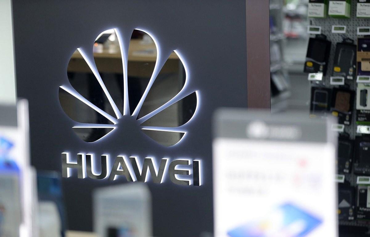 Huawei đang phải đối mặt với sự giám sát ngày càng tăng của Mỹ với cáo buộc các sản phẩm công nghệ của hãng này được phục vụ cho hoạt động gián điệp. (Nguồn: Bloomberg)