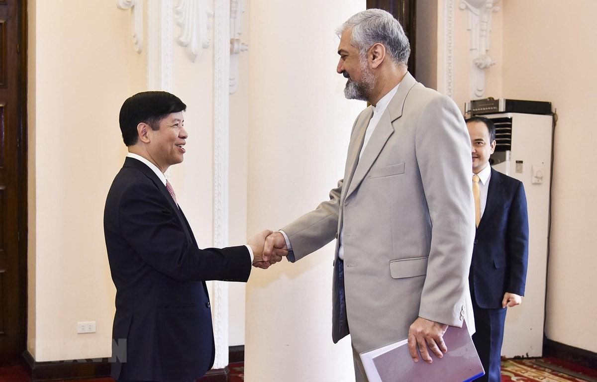 Thứ trưởng Ngoại giao Nguyễn Quốc Cường đã hội đàm với Thứ trưởng thứ nhất Bộ Ngoại giao Cộng hòa Hồi giáo Iran Morteza Sarmadi. (Nguồn: TTXVN phát)