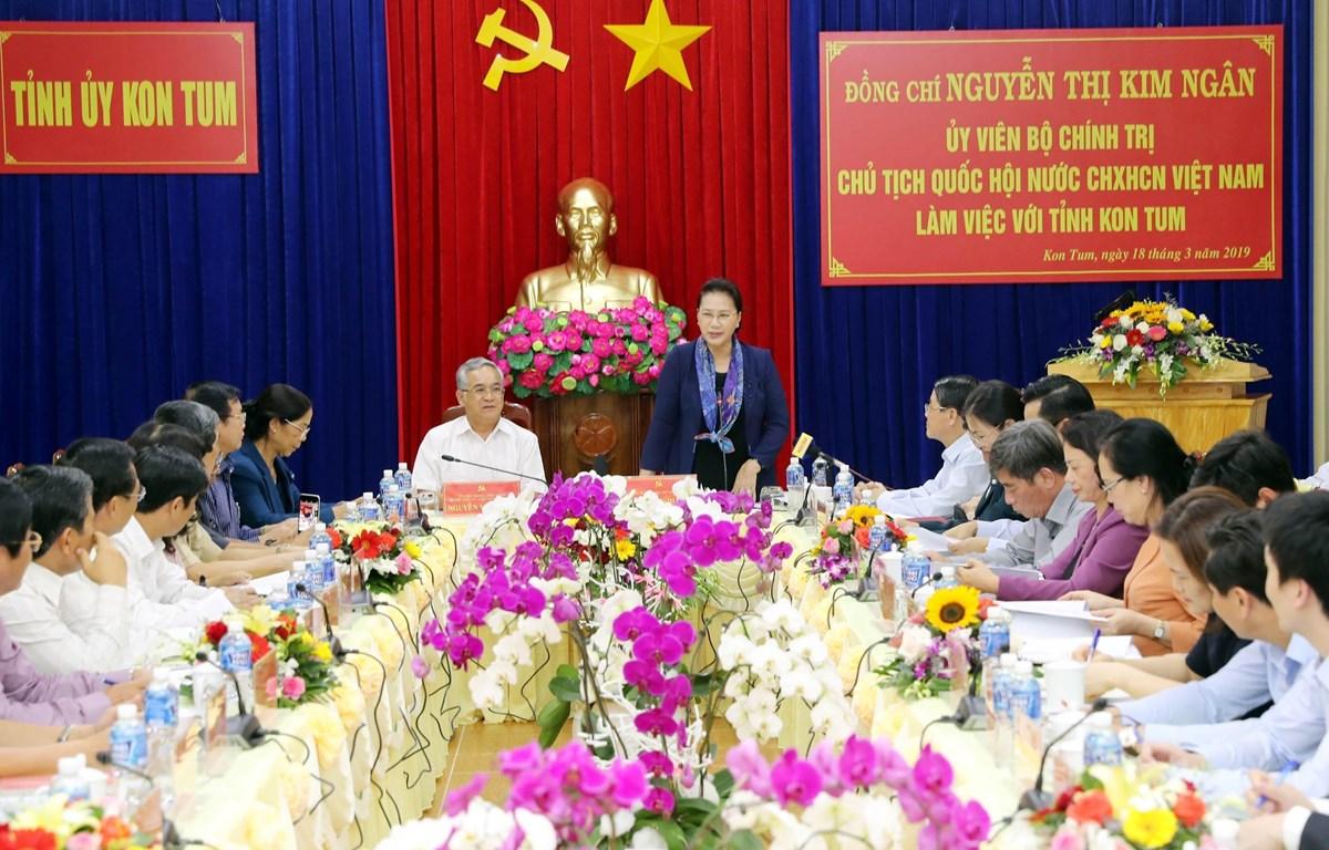 Chủ tịch Quốc hội Nguyễn Thị Kim Ngân và Đoàn công tác đã làm việc với lãnh đạo chủ chốt tỉnh Kon Tum. (Ảnh: Trọng Đức/TTXVN)