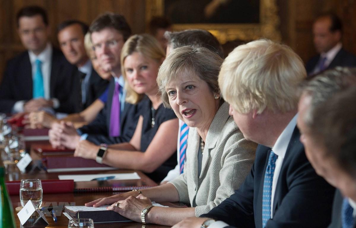 Ảnh tư liệu: Thủ tướng Anh Theresa May (thứ 4, phải) chủ trì phiên họp nội các tại Chequers, Buckinghamshire, Tây Bắc London ngày 31/8/2016. (Nguồn: AFP/TTXVN)