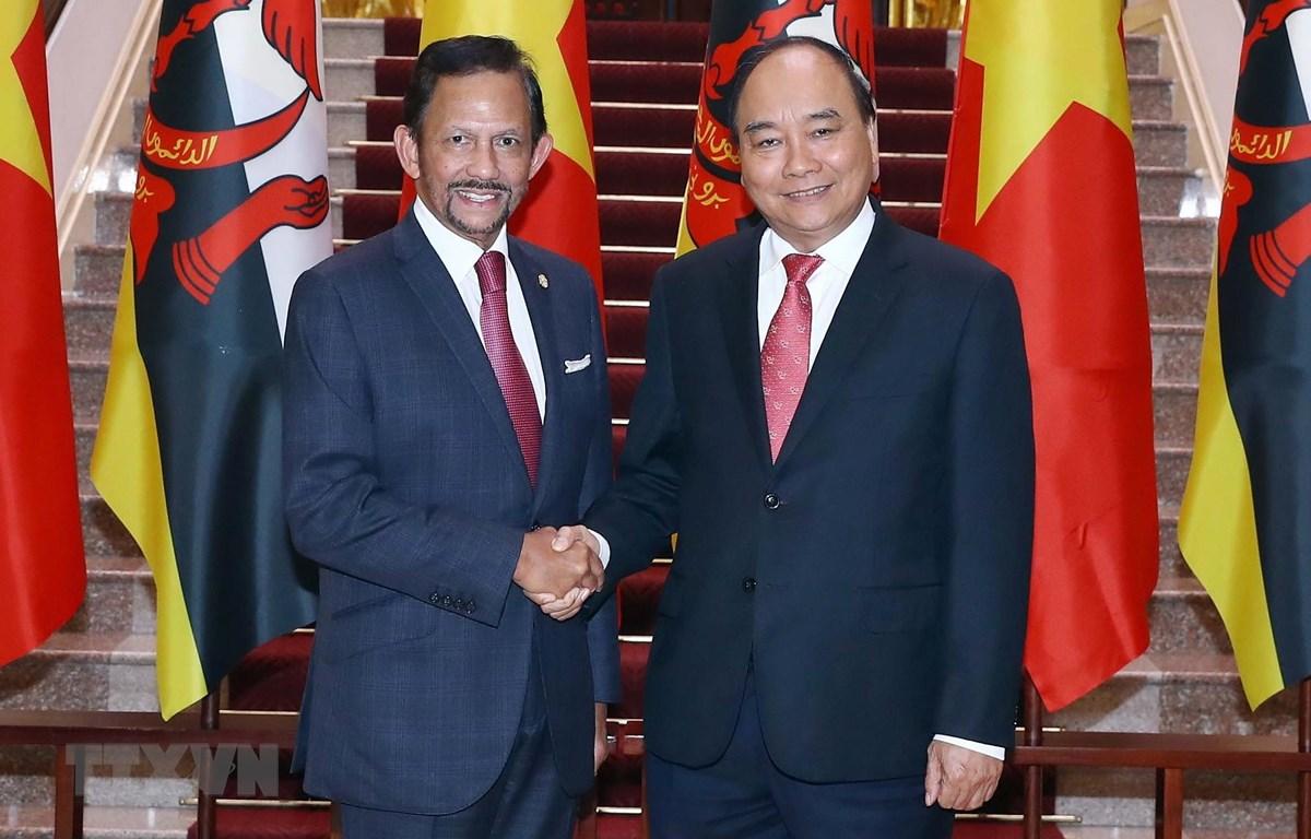 Thủ tướng Nguyễn Xuân Phúc đón, hội kiến với Quốc vương Brunei Darussalam Sultan Haji Hassanal Bolkiah. (Ảnh: Thống Nhất/TTXVN)