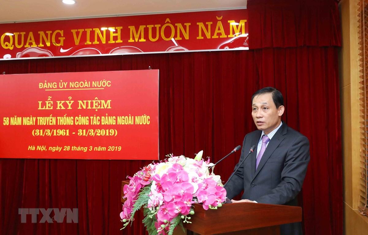 Ông Lê Hoài Trung, Ủy viên Trung ương Đảng, Bí thư Đảng ủy Ngoài nước, Thứ trưởng Bộ Ngoại giao đọc diễn văn kỷ niệm 58 năm Ngày truyền thống công tác đảng ngoài nước. (Ảnh: Phương Hoa/TTXVN)