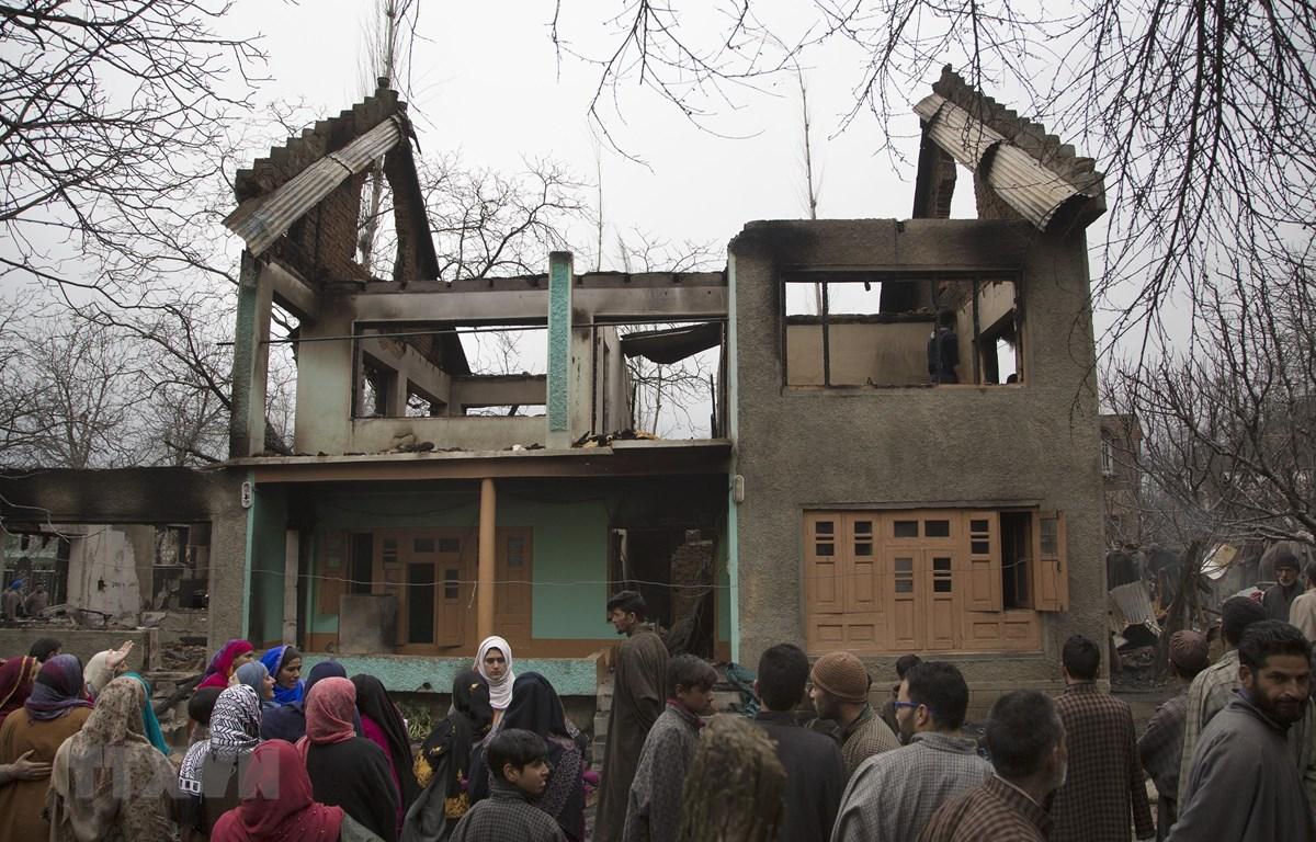 Hiện trường một vụ tấn công ở Pulwama, cách thủ phủ mùa hè Srinagar của khu vực Kashmir do Ấn Độ kiểm soát 40km về phía nam, ngày 11/3/2019. (Nguồn: THX/ TTXVN)