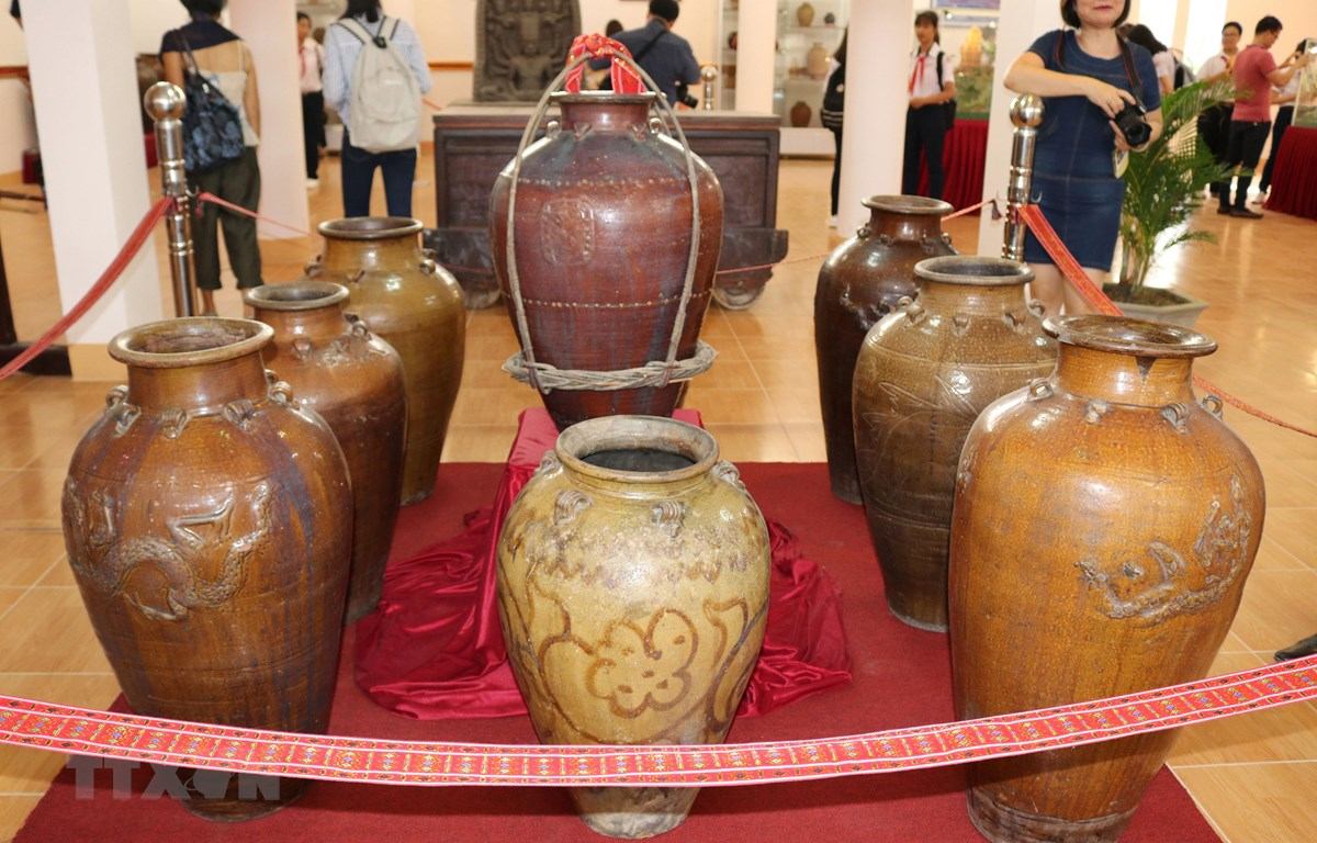 Hiện vật Ché-Gốm Gò Sành (Thế kỷ XIV-XVII) trưng bày tại triển lãm chuyên đề Gốm Chăm xưa và nay, tháng 12/2018. (Ảnh: Nguyễn Thành/TTXVN)