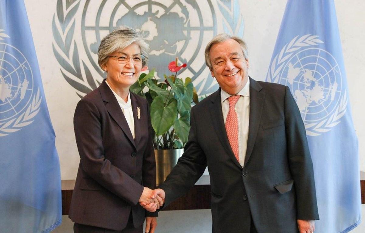 Tổng Thư ký Liên hợp quốc Guterres và Ngoại trưởng Hàn Quốc Kang Kyung-wha. (Nguồn: Yonhap)