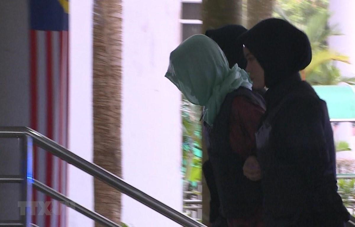 Đoàn Thị Hương được dẫn giải tới tòa thượng thẩm Shah Alam. (Ảnh: Hà Ngọc/TTXVN)