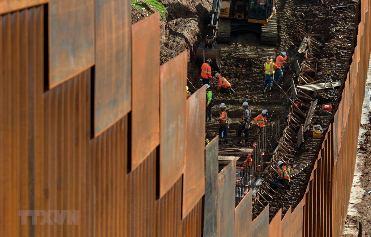 Bức tường ngăn cách biên giới Mỹ-Mexico nhìn từ Tijuana, bang Baja California, Mexico, ngày 18/1/2019. (Nguồn: AFP/TTXVN)