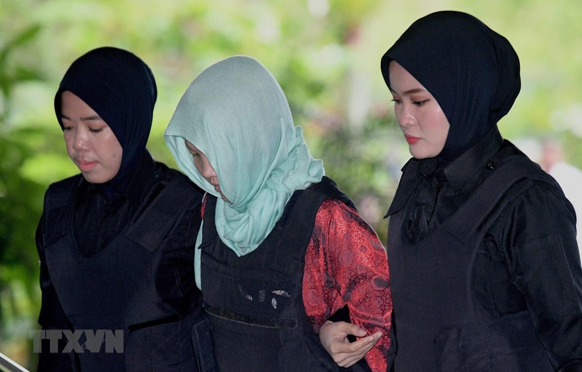 Nghi can Đoàn Thị Hương (giữa) bị cảnh sát áp giải tới Tòa Thượng thẩm Shah Alam ở ngoại ô Kuala Lumpur ngày 1/4/2019. (Nguồn: AFP/TTXVN)