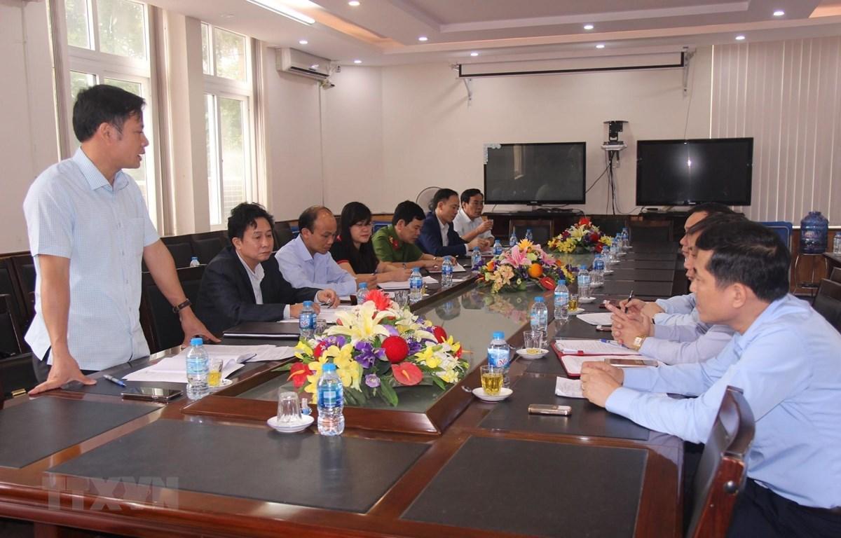 Buổi làm việc của Sở Giáo dục và Đào tạo Nghệ An với Ủy ban Nhân dân huyện Diễn Châu và các trường Trung học cơ sở Diễn Kim, trung học cơ sở Diễn Hùng. (Ảnh: Bích Huệ/TTXVN)