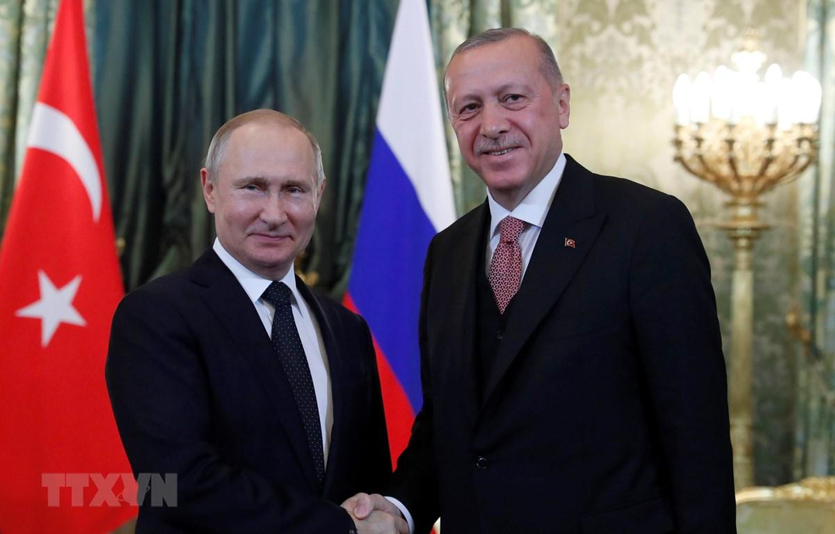 Tổng thống Nga Vladimir Putin (trái) và người đồng cấp Thổ Nhĩ Kỳ Tayyip Erdogan (phải) tại cuộc gặp ở Moskva, Nga ngày 8/4. (Nguồn: AFP/TTXVN)