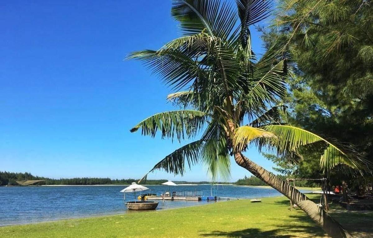 Thắng cảnh Bàn Than, huyện Núi Thành, Quảng Nam là điểm nhấn trên hành trình du lịch biển đảo Cù Lao Chàm-Tam Hải-Lý Sơn. (Ảnh: Hữu Trung/TTXVN)