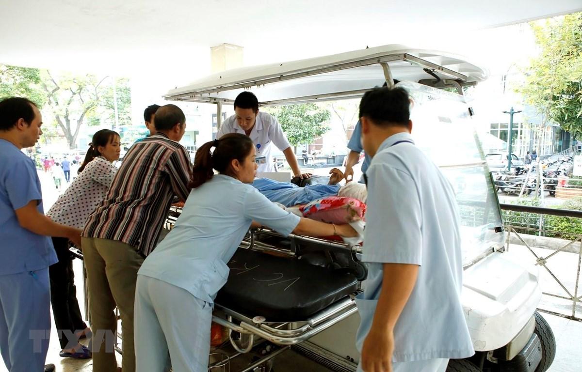 Khoa Cấp cứu - bệnh viện Hữu nghị Việt Đức tiếp nhận nhiều trường hợp tai nạn giao thông rất nặng trong dịp nghỉ lễ. (Ảnh: Dương Ngọc/TTXVN)