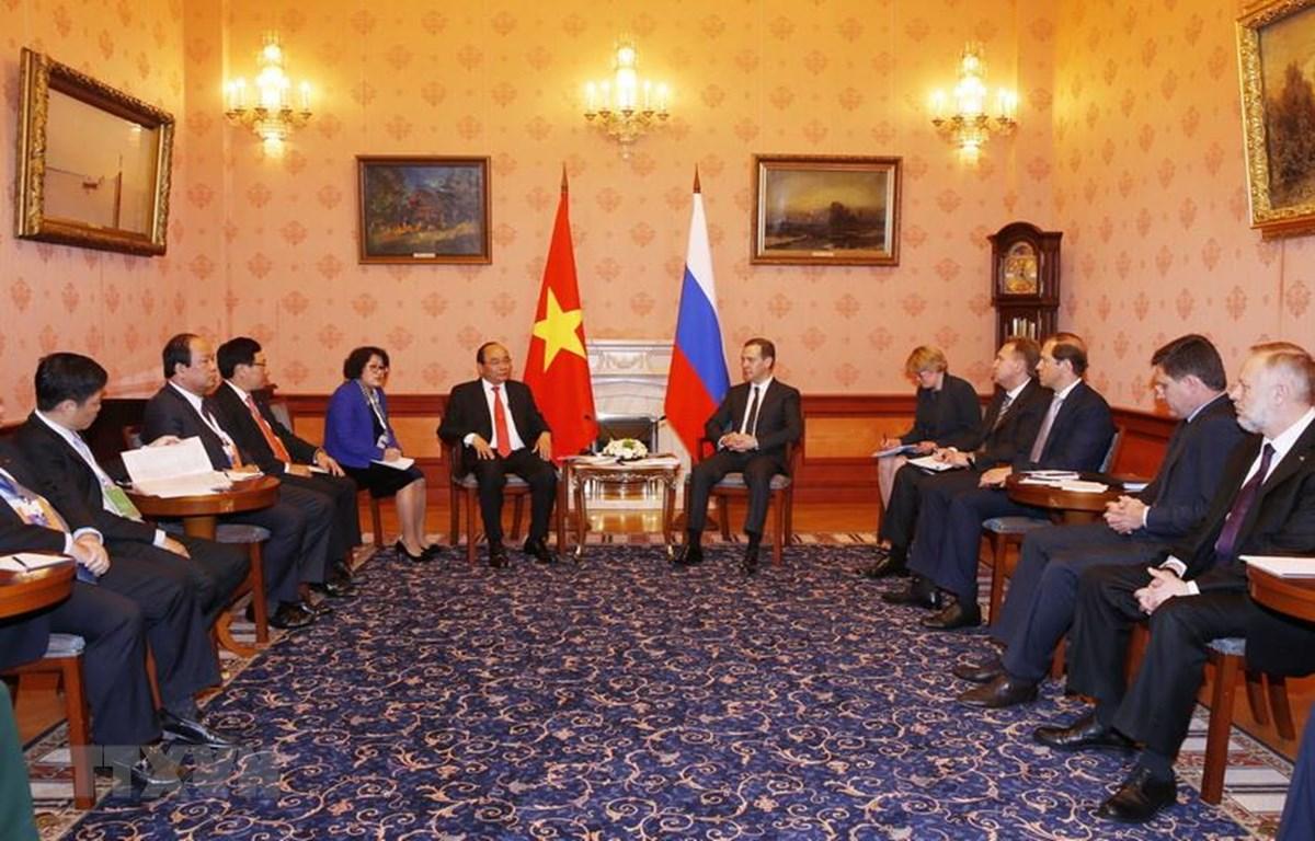 Thủ tướng Nguyễn Xuân Phúc hội đàm với Thủ tướng Dmitry Medvedev, sáng 16/5/2016, tại thủ đô Moskva, trong khuôn khổ chuyến thăm chính thức Liên bang Nga và tham dự Hội nghị cấp cao kỷ niệm 20 năm Quan hệ đối thoại ASEAN-Nga. (Ảnh: Thống Nhất/TTXVN)
