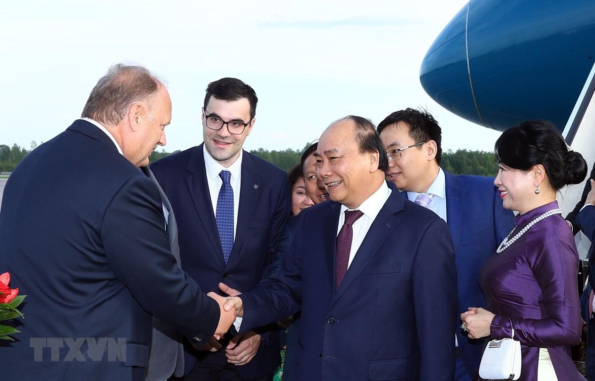 Lễ đón Thủ tướng Nguyễn Xuân Phúc và Phu nhân tại sân bay Pulkovo 1. (Ảnh: Thống Nhất/TTXVN)