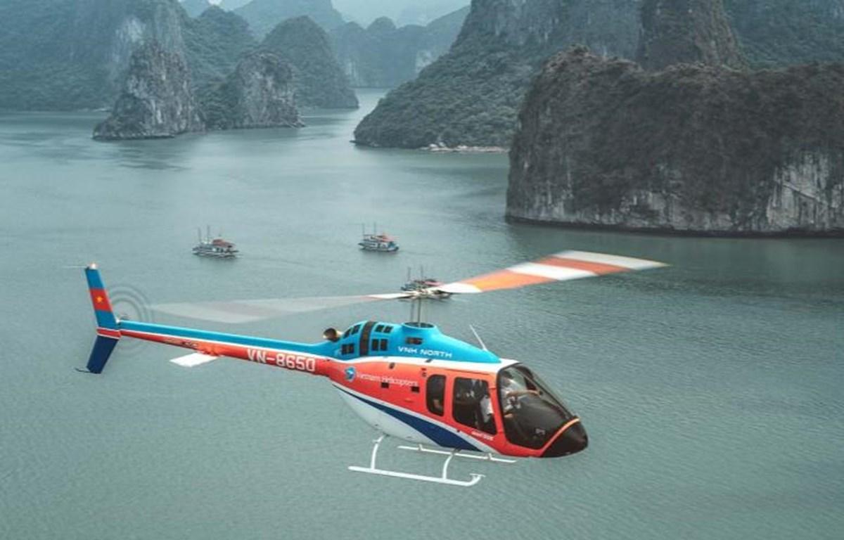 Hình ảnh trực thăng bay trên vịnh Hạ Long rất ấn tượng. (Nguồn: CNN)