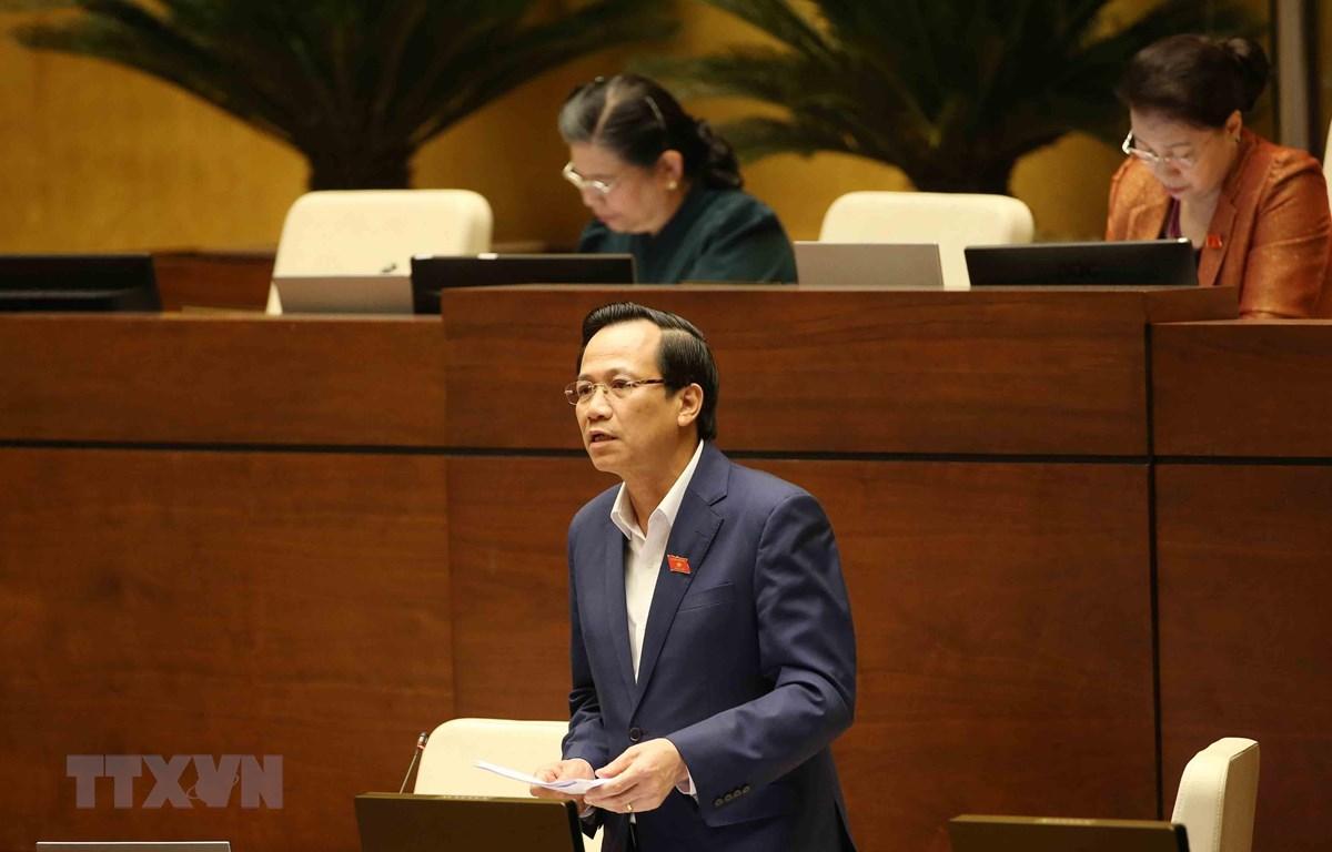 Bộ trưởng Bộ Lao động-Thương binh và Xã hội Đào Ngọc Dung giải trình làm rõ ý kiến của Đại biểu Quốc hội. (Ảnh: Phương Hoa/TTXVN)