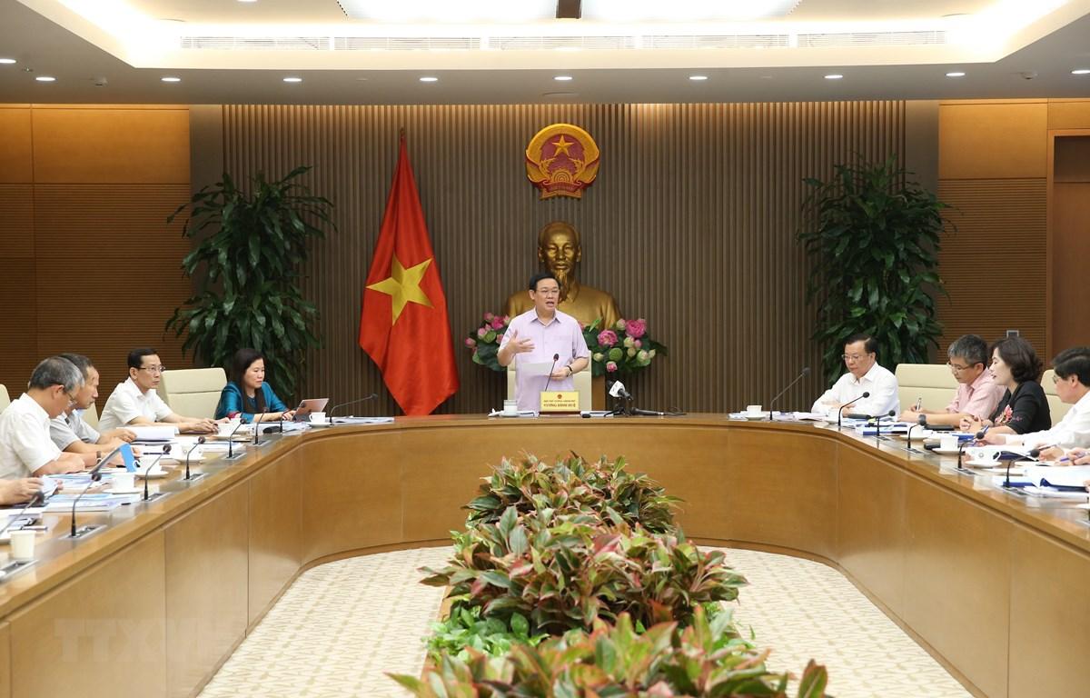 Phó Thủ tướng Vương Đình Huệ chủ trì cuộc họp. (Ảnh: Dương Giang/TTXVN)