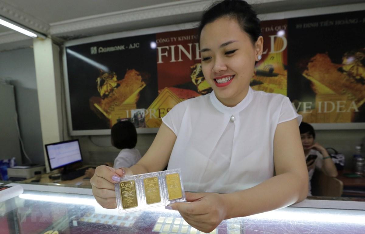 Vàng miếng được bày bán tại Công ty vàng Agribank, 91 Đinh Tiên Hoàng, Hà Nội. (Ảnh: Trần Việt/TTXVN)