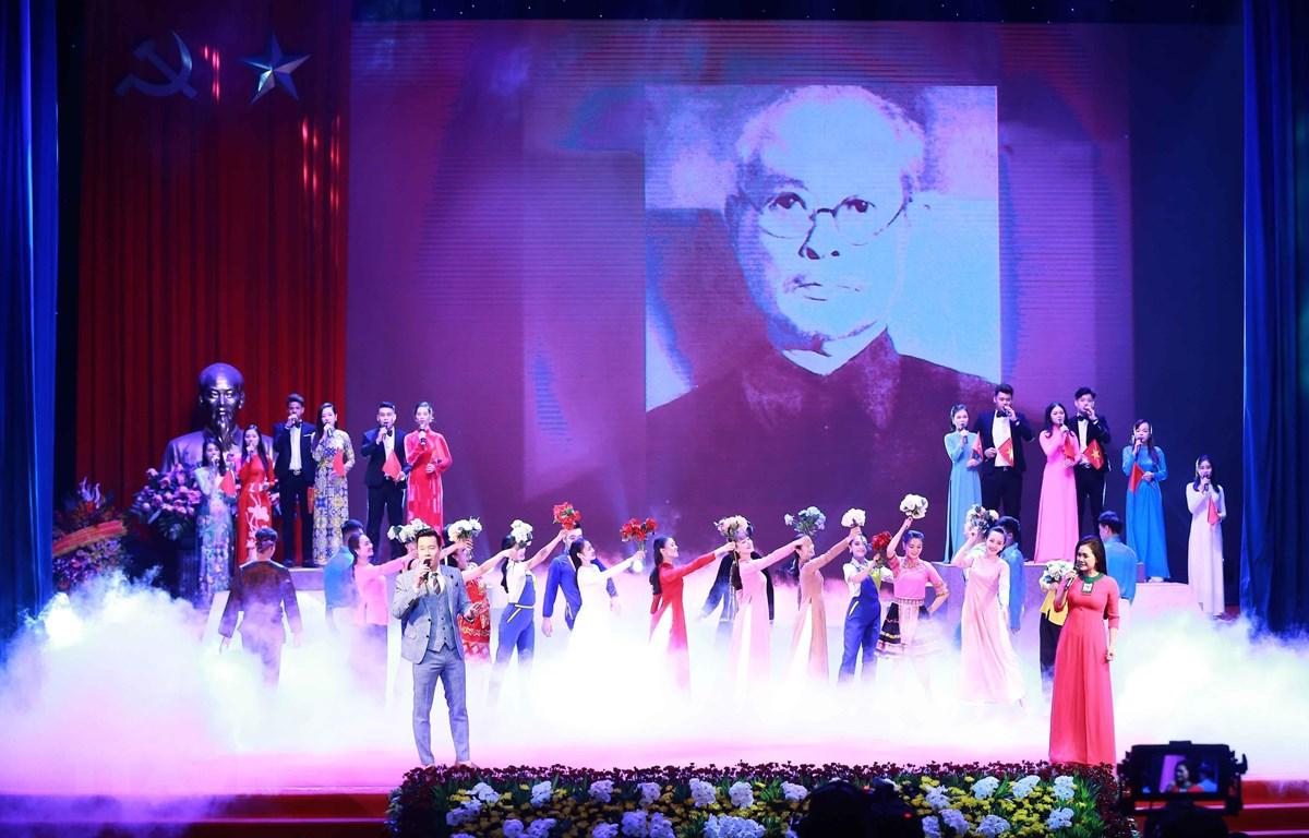 Tiết mục văn nghệ tái hiện lịch sử tại Lễ kỷ niệm 130 năm Ngày sinh Trưởng ban Thường trực Quốc hội Bùi Bằng Đoàn. (Ảnh: Doãn Tấn/TTXVN)